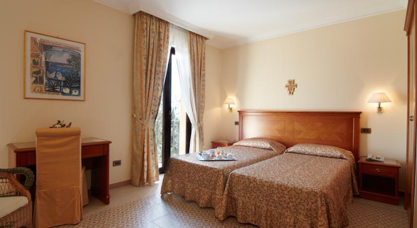 Hotel Le Terrazze sul Gargano | San Pio nel Mondo